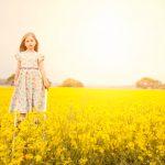 Beautiful-girl-in-rape-seed-field-childrens-photographer-kent