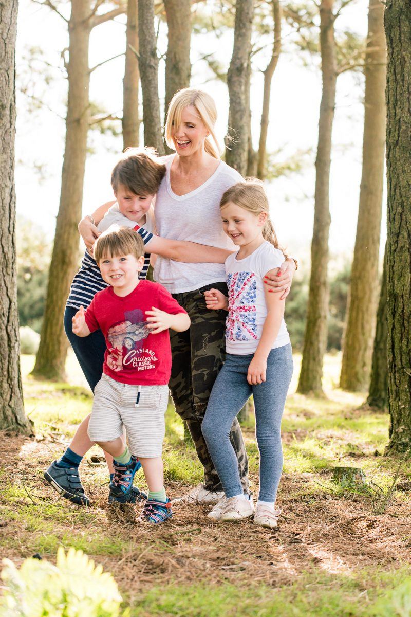 lifestyle-portrait-of-mother-with-children