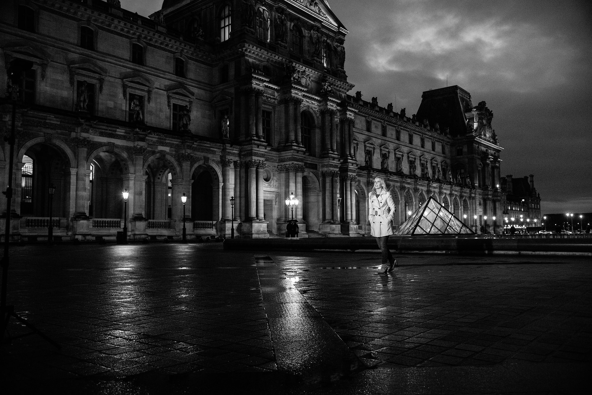 le-louvre-at-night-1